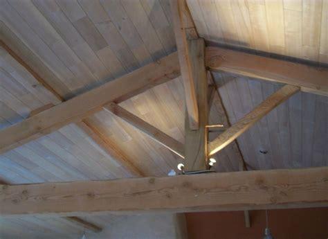 recouvrir un plafond en lambris peindre un plafond en lambris