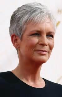 coupe de cheveux court femme 60 ans coiffure courte cheveux gris femme