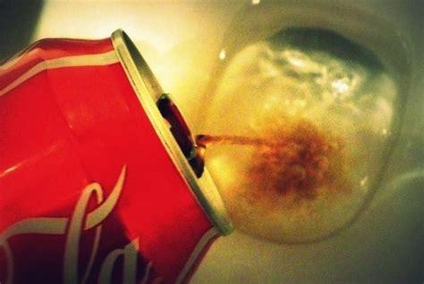 calcaire dans les toilettes le coca cola 5 produits nettoyants en 1