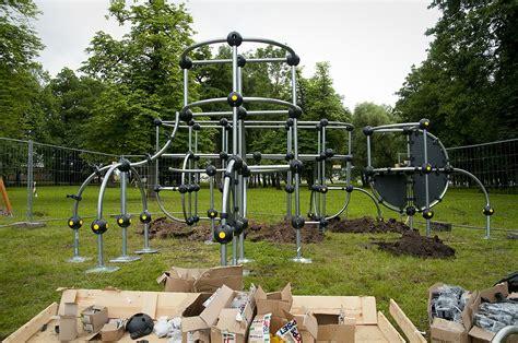 Papildināts - Raiņa parkā top bērnu rotaļu laukums ...