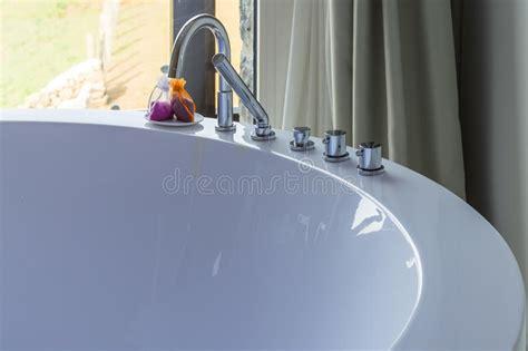 rubinetti di lusso bagno rotondo di hydromassage nella da letto