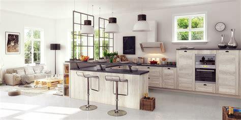 des vers dans la cuisine une cuisine équipée ouverte sur le salon