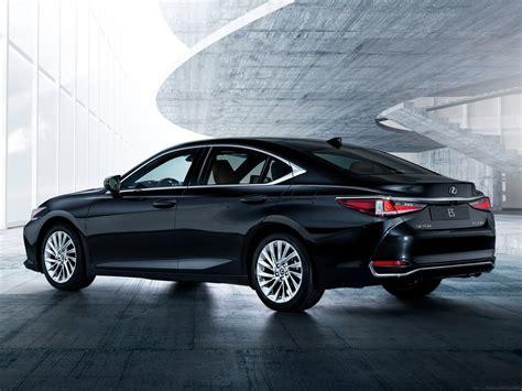 lexus es debuts    model drive arabia