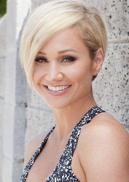 Top 22 Celebrities Short Hairstyles for Older Woman in