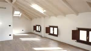 Sbiancamento soffitto in legno