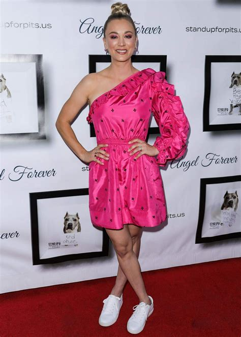 Kaley Cuoco Stand For Pits Event