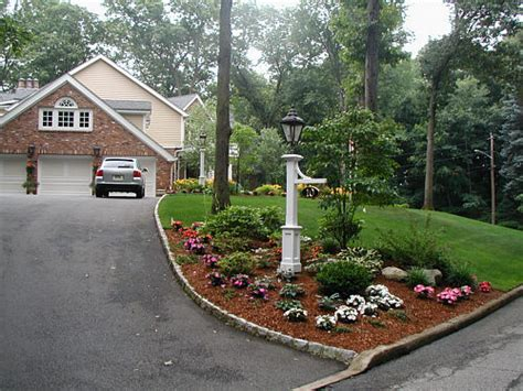 landscaping ideas for entrance driveway easy driveway landscaping ideas