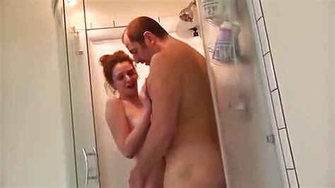 Papa Et Sa Fille Baisée Dans La Salle De Bain