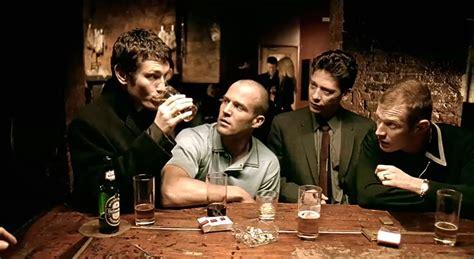 解构电影之盖·里奇《两杆大烟枪》 - 知乎