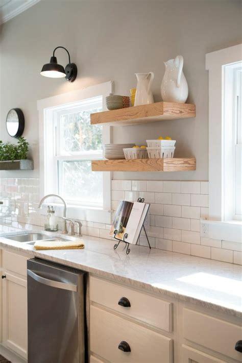 etagere deco cuisine idée décoration cuisine avec rangements ouverts