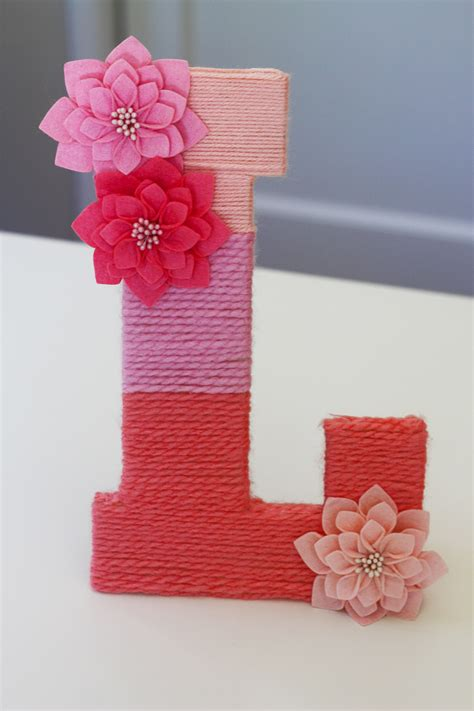 diy     yarn wrapped ombre monogrammed letter