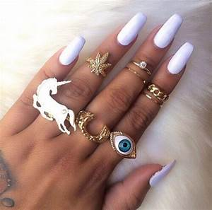 Jewels: long nails, finger rings, ring, gold, weed, eye