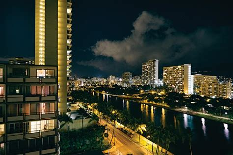 nighttime   honolulu show   citys