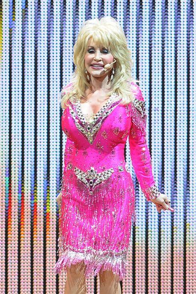 dolly parton dazzles in short pink dress at hard rock live performance dolly s world pinterest