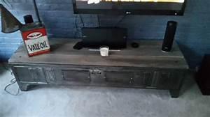 Meuble Tv Casier Industriel : armoire casier metal ikea top avec un cube ikea et en rajoutant des pieds styls meuble casiers ~ Nature-et-papiers.com Idées de Décoration