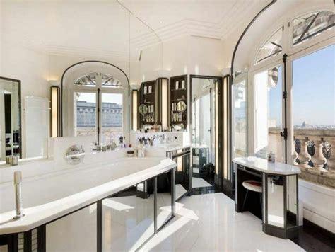 design interieur cuisine immobilier de luxe avec vue sur la tour eiffel vivons maison