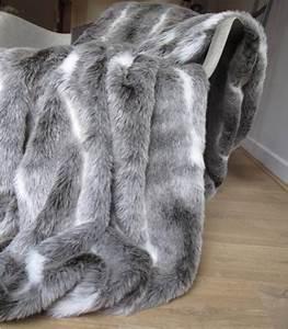 Plaid Fourrure Gris : plaid fausse fourrure gris ~ Teatrodelosmanantiales.com Idées de Décoration