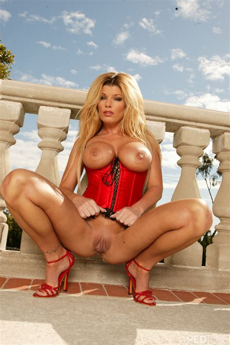 sexy gallery are you cold milf pornstar kristal summers