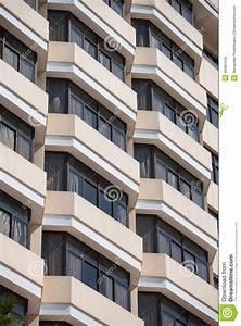Fenetre En Saillie : fa ade de b timent avec des fen tres en saillie photo stock image 49381344 ~ Louise-bijoux.com Idées de Décoration