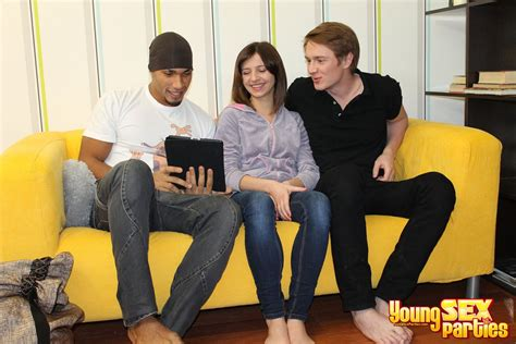 Young Sex Parties - Beauty double penetrated by Young Libertines - XVIDEOS.COM