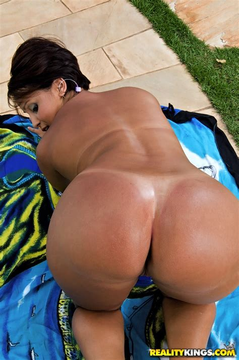 lascivious brazilian milf showing her sexy curves and
