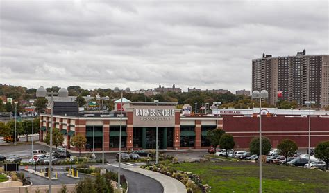 barnes noble new york barnes noble to leave the bronx after 15 years the new