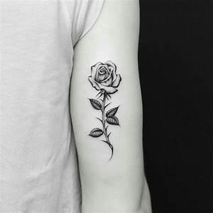 Rosen Tattoos Schwarz : pin von k auf tattoo designs ~ Frokenaadalensverden.com Haus und Dekorationen