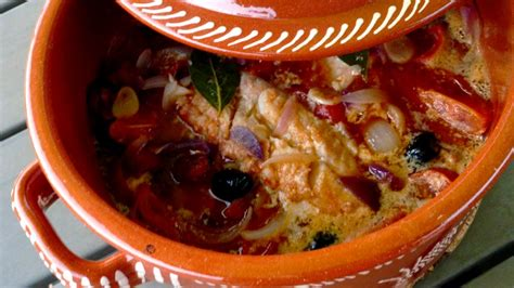 cuisine portugaise morue au four morue au chourico cuite au four bacalhau no chourico