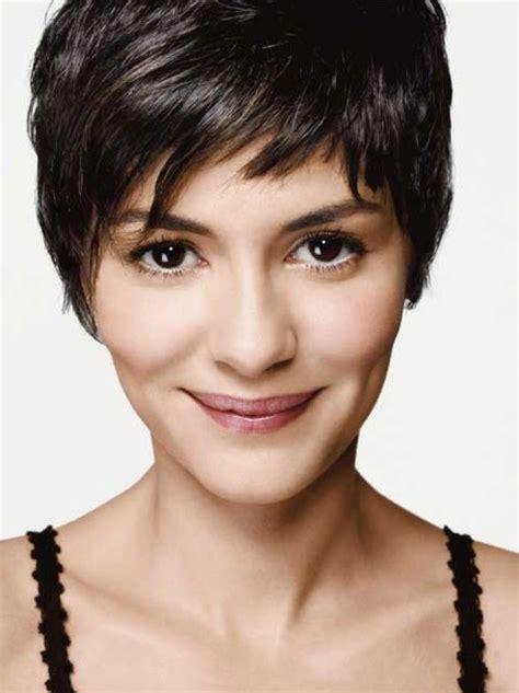 trendy  chic short hairstyles   season pretty designs