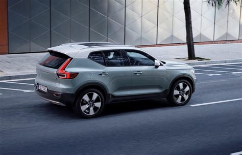 volvo xc officially revealed debuts care  volvo