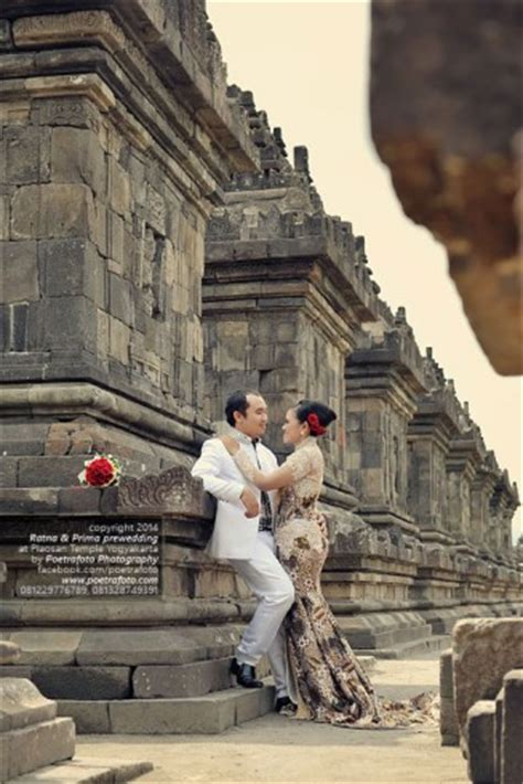 foto pre wedding outdoor dg kebaya pengantin  candi
