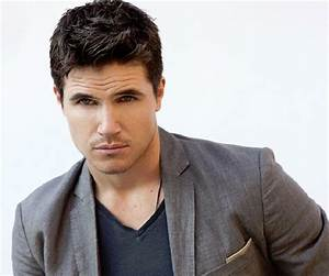Robbie Amell Biography - Facts, Childhood, Family Life ...