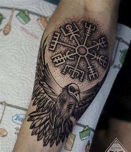 Tatouage Valkyrie Nordique : best 25 viking compass tattoo ideas on pinterest nordic compass norse tattoo and viking tattoos ~ Melissatoandfro.com Idées de Décoration
