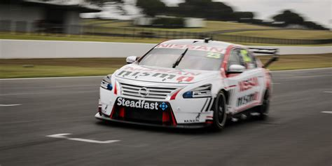 nissan    supercars  sell altima racing fans