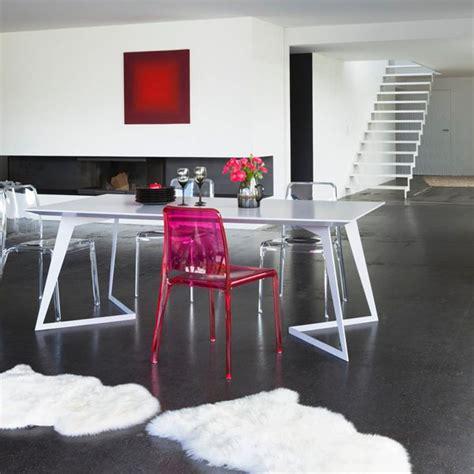 chaise transparente de couleur meuble oreiller matelas