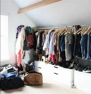 Dressing Sous Pente De Toit : 1001 id e pour un dressing sous pente gain de place ~ Preciouscoupons.com Idées de Décoration
