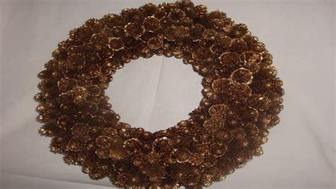 kranz aus kiefernzapfen basteln anleitung weihnachtsdeko selber machen kranz mit l 228 rchenzapfen basteln