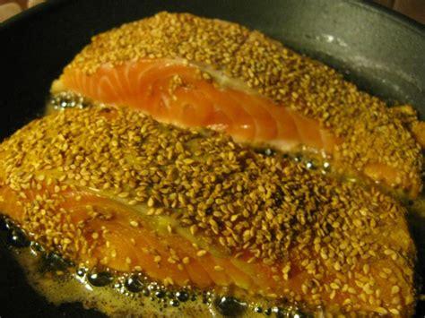 cuisiner pavé de saumon poele pavé de saumon au sésame elisabeth o fourneaux