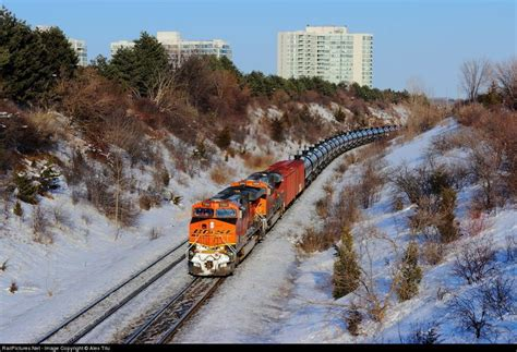 RailPictures.Net Photo: BNSF 7284 Canadian National ...