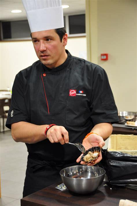 coiffe de cuisine cours de cuisine à bordeaux avec le chef frédéric coiffé
