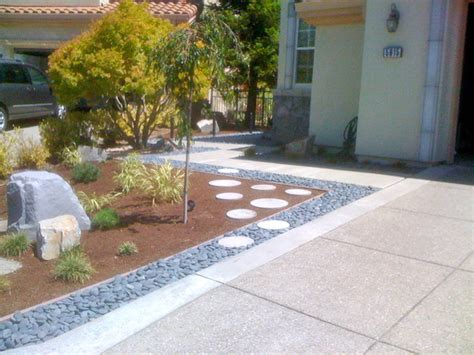 contemporary front yard landscaping stone accent modern front yard landscape design ideas discosparadiso