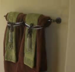 bathroom towel folding ideas hanging bathroom towels decoratively bathroom towels bar and search