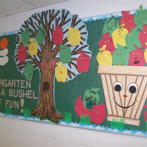 138 best images about bulletin board ideas on 795 | cdaefe34110929ff14f9f7c7ba40fa44 fall bulletin boards kindergarten classroom