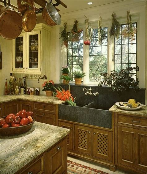 love  tudor style kitchen  splash  farm sink