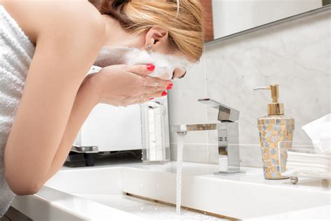 5 Myths And Facts About Acne
