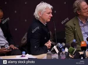 Julian Assange Stock Photos & Julian Assange Stock Images ...
