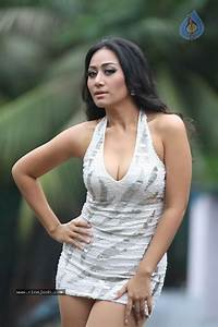 Thai Singer Ann Mitchai Hot Stills