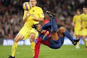 Ronaldinho's overhead kick against Villarreal (2006/07 ...