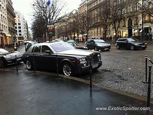 Rolls Royce France : rolls royce phantom spotted in paris france on 12 27 2013 ~ Gottalentnigeria.com Avis de Voitures