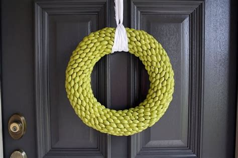 acorn wreaths  modern home